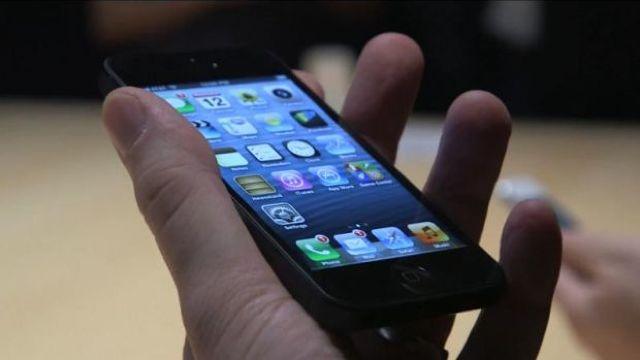 Apple va lansa o variantă de ceas inteligent inovativ care va lua locul telefonului mobil