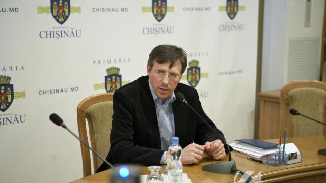 Judecătoria Chișinău a prelungit mandatul de arest la domiciliu pentru Dorin Chirtoacă