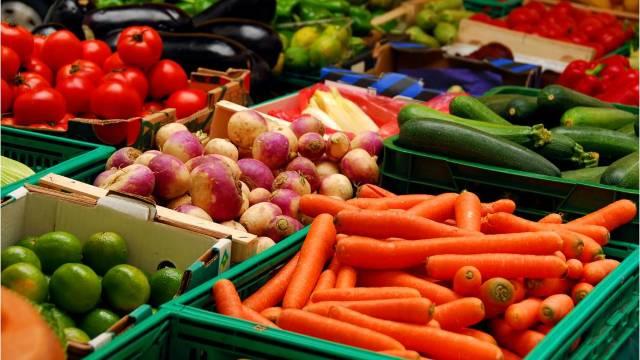 Cât ne costa legumele şi fructele de sezon