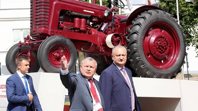 Igor Dodon a vizitat uzina de tractoare de la Minsk