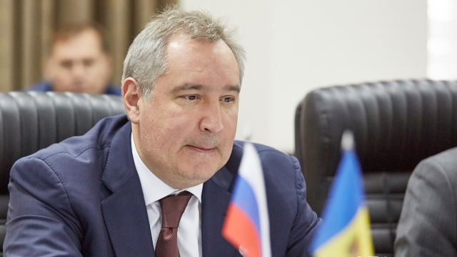 """Dmitrii Rogozin - așteptat azi la Chișinău cu .... """"proteste și sare"""" (Revista presei)"""