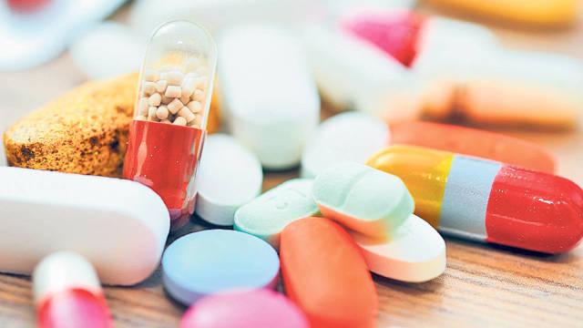Medicamente ilegale, descoperite la graniţa între Ungaria şi Ucraina