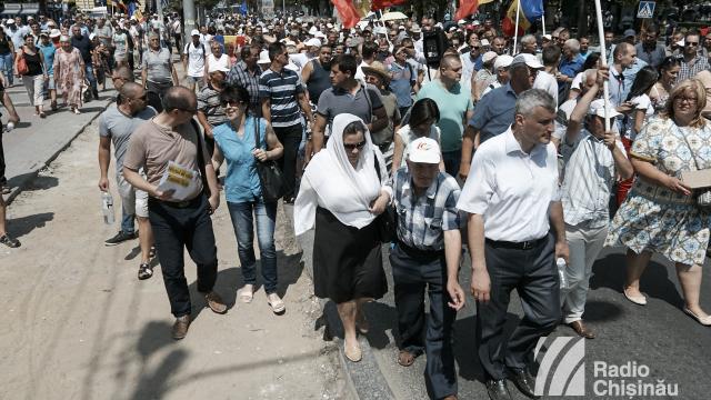 Protestatarii înaintează noi revendicări (Revista presei)