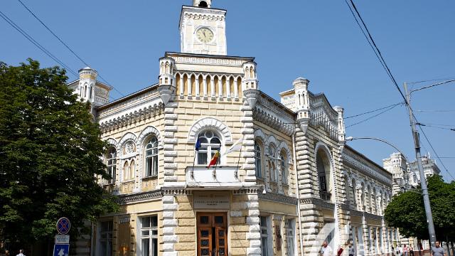 Primăria Chișinău promite că într-o lună va fi restabilit iluminatul stradal din capitală