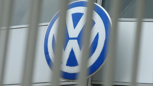 Volkswagen va oferi bonusuri de până la 10.000 de euro șoferilor care vor să își schimbe mașina cu una mai puțin poluantă