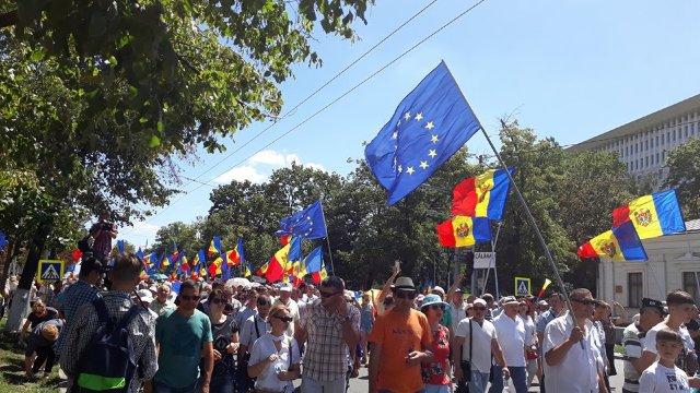FOTO | Un nou protest față de schimbarea sistemului electoral a avut loc duminică, la Chișinău