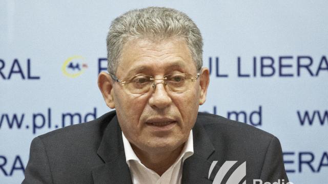 Mihai Ghimpu, penalizat de Andrian Candu