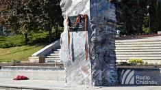 PL: Se încearcă scoaterea Pietrei comemorative a victimelor ocupației sovietice și ale regimului totalitar comunist din PMAN