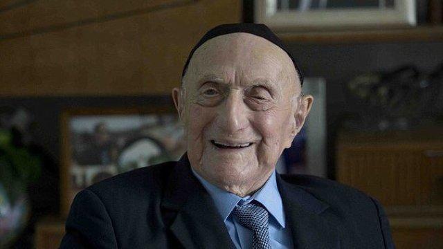 A murit cel mai bătrân om din lume, supravieţuitor al lagărului de la Auschwitz