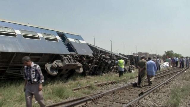 Egipt | Bilanţul a urcat la 49 de morţi în urma ciocnirii frontale a două trenuri