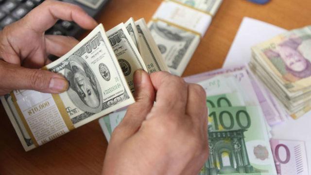Moldovenii din străinătate au trimis mai puțini bani acasă. Transferurile din UE, în creștere, iar cele din CSI, în scădere