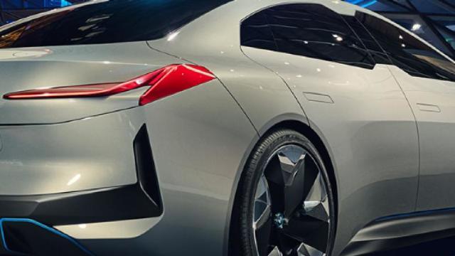FOTO/VIDEO | Cum arată viitorul la BMW, Audi și Mercedes