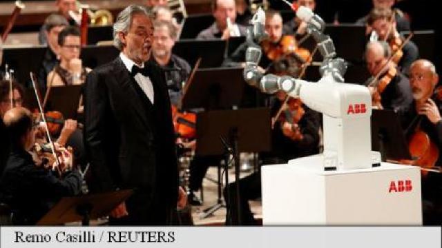 VIDEO | Un șef de orchestră robot a acaparat toată atenția publicului, în detrimentul unui tenor celebru