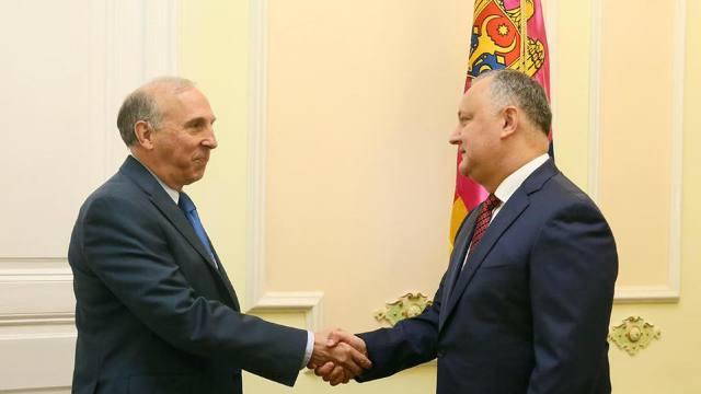 Ambasadorul SUA l-a îndemnat pe Dodon să ia în considerare cooperarea pentru modernizarea armatei R.Moldova