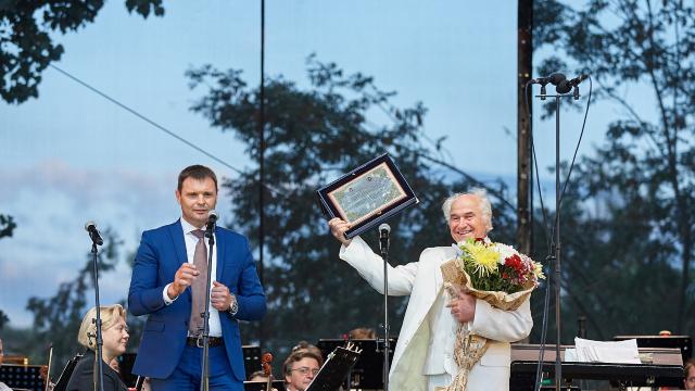 Zilele Europene ale Patrimoniului | Eugen Doga a susținut un concert în aer liber, la Căușeni (FOTO)