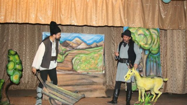 REPORTAJ   Copiii români din regiunea Cernăuți, în premieră la o piesă de teatru românească, grație unui proiect al ICR