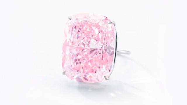 Cel mai mare diamant roz din lume, estimat la 30 de milioane de dolari, a fost scos la licitație