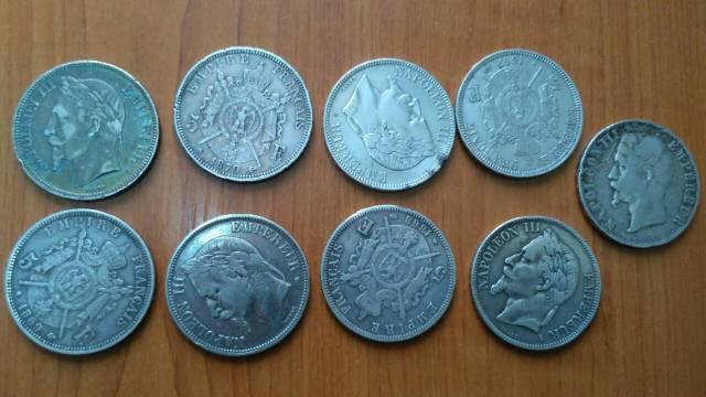 FOTO   Mai multe monede și o baionetă au fost descoperite de vameși în coletele poștale