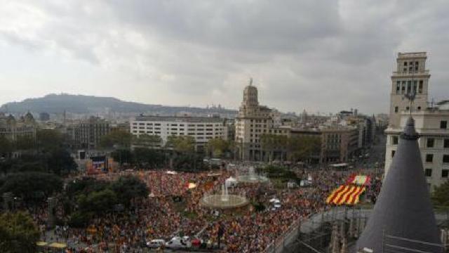 FOTO   Spaniolii folosesc Ziua Națională pentru a-și arăta unitatea, în contextul crizei din Catalonia