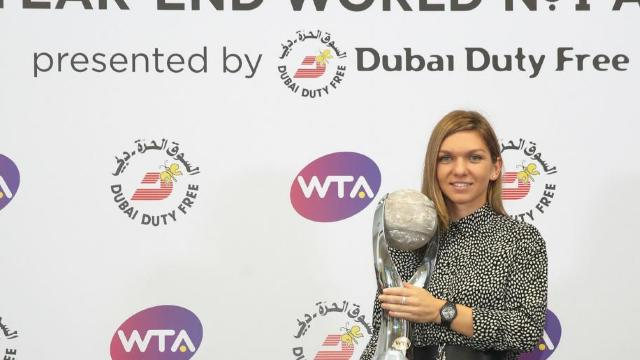 Tenis   Simona Halep a primit trofeul de lider mondial WTA la final de an