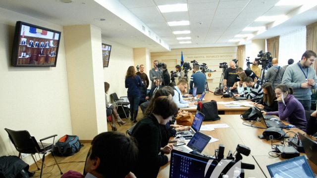 ONG-urile de media cheamă la respectarea drepturilor jurnaliștilor care își fac munca în spațiul public