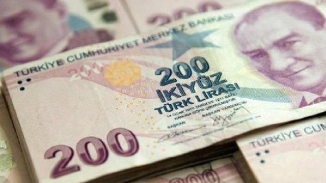 Turiștii profită de deprecierea puternică a lirei turcești pentru a face cumpărături de lux