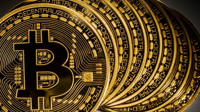 Cotaţia bitcoin a scăzut sub 14.000 de dolari, declin de 30% într-o săptămână