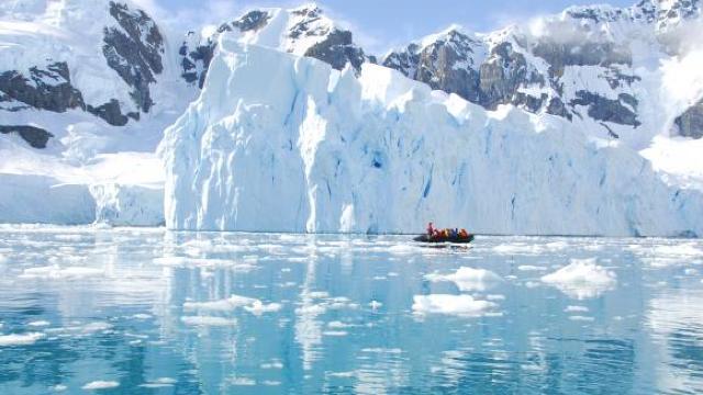 Cercetătorii NASA au descoperit un vulcan activ sub regiunea Marie Byrd, în vestul Antarcticii