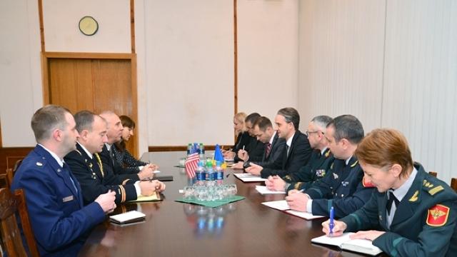 Reforma Apărării discutată de noul ministru cu ambasadorul Statelor Unite la Chișinău