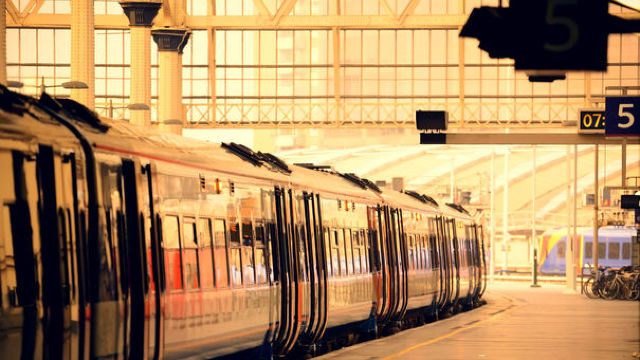 Bilete mai ieftine pentru călătoria cu trenul către Sankt-Petersburg și Moscova