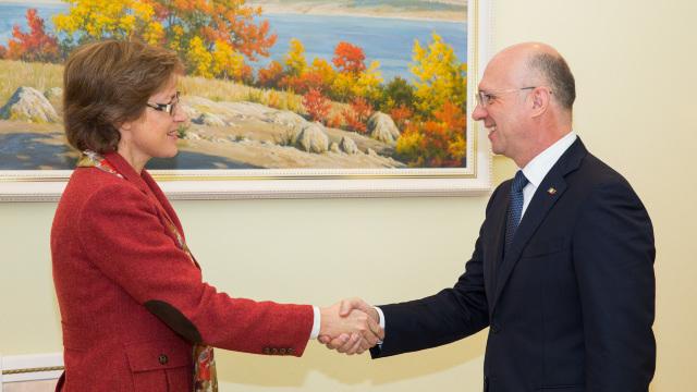 Premierul Pavel Filip a discutat despre investiții cu ambasadorul Germaniei în Republica Moldova