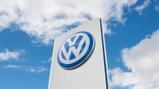 Volkswagen vrea să intre pe piaţa maşinilor electrice cu un model sub preţul pieţei