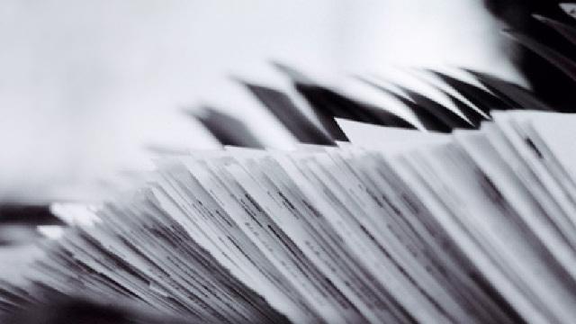 În ajunul falimentului celor trei bănci, în circumstanțe dubioase au dispărut documente importante (Revista presei)