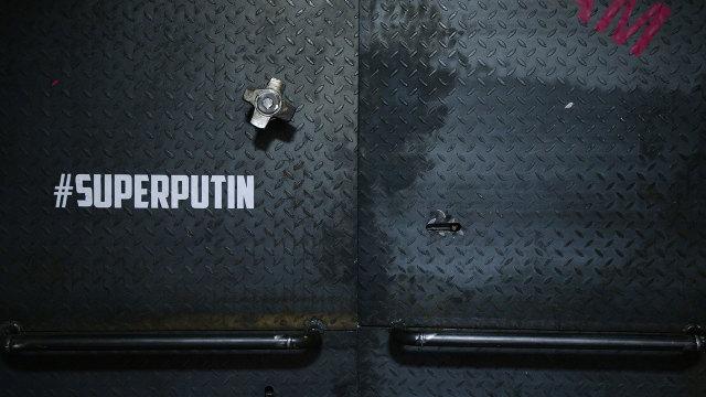 FOTO/VIDEO | O expoziție deschisă în Moscova îi aduce omagiu lui... ''SuperPutin''
