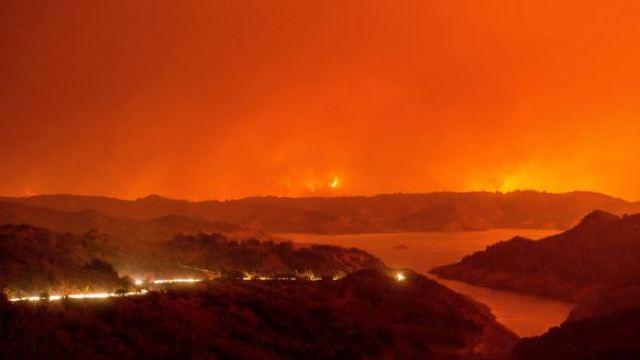 FOTO | Incendiile de vegetaţie din California: Peste 200.000 de persoane au fost evacuate