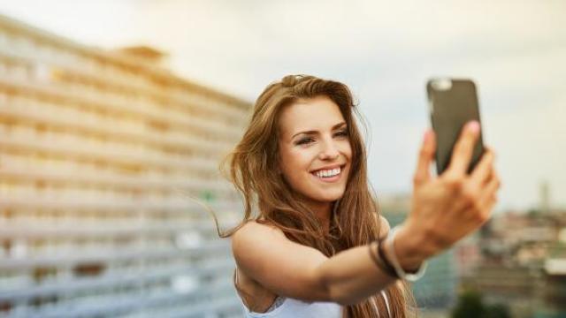 Selfie-urile au ucis mult mai mulţi oameni la nivel global decât atacurile rechinilor. Cele mai multe victime sunt din India, Rusia și SUA
