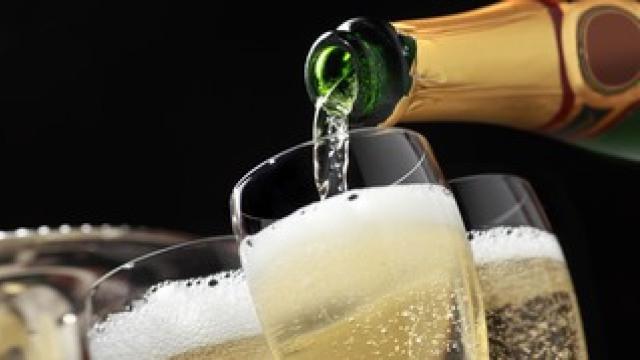 Cum să alegem un vin spumant pentru Sărbătorile de Iarnă (RadioVinoteca)
