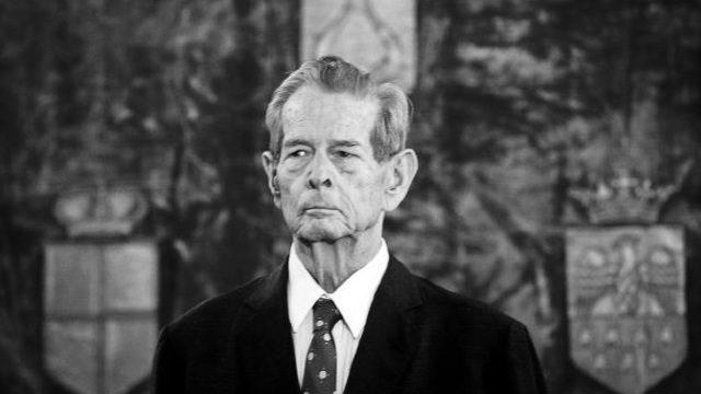 Deputații au ținut un minut de reculegere în memoria Regelui Mihai I al României. Comuniștii au refuzat