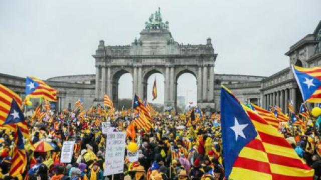 Belgia | 45.000 de persoane au manifestat la Bruxelles în sprijinul independenței Cataloniei (FOTO)