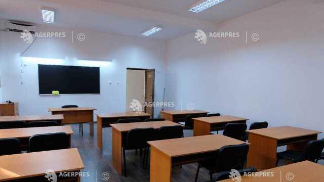 Şcoală românească, inaugurată în regiunea Cernăuţi. Au participat miniştrii Meleşcanu şi Pop