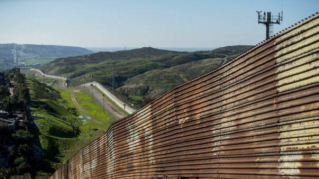 Mexiculul nu va plăti niciodată pentru zidul dorit de Donald Trump la granița cu SUA