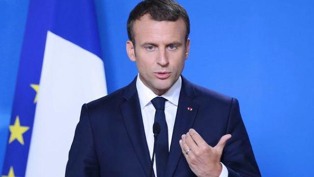 Emmanuel Macron respinge criticile unor intelectuali şi asociaţii în chestiunea migraţiei