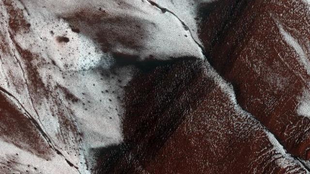 Alte corpuri cereşti, în afară de Terra, pe care există zăpadă