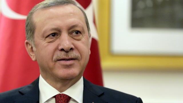 Turcia | Recep Erdogan, în vizită la frontieră, promite să continue ofensiva în nordul Siriei