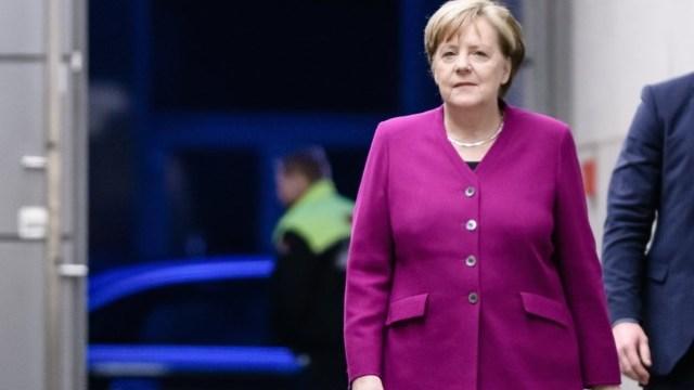 Angela Merkel i-a felicitat pe social-democraţi germani pentru acceptarea coaliţiei cu partidul său
