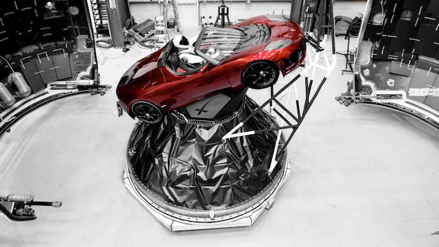 Lansat spre Marte, bolidul Tesla al lui Elon Musk va trece prin Centura de asteroizi