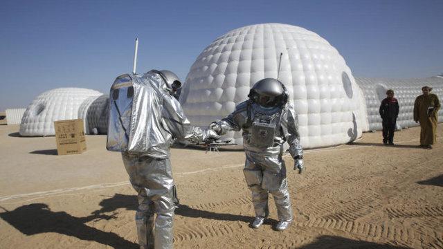 Marte se mută în... deşertul din Oman; Şase astronauţi vor participa la o simulare a unei misiuni pe Planeta Roșie (FOTO)