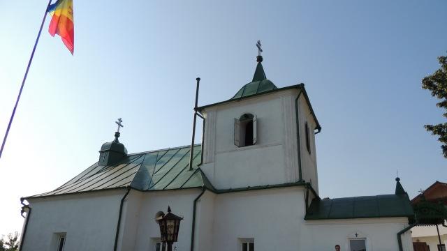 Scandalul în jurul bisericii din satul Dereneu a reizbucnit. Creştinii nu au putut oficia o slujbă funerară