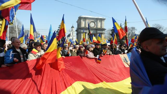 FOTO | La Chișinău se scandează Trăiască, Trăiască, Moldova, Ardealul și Țara Românească