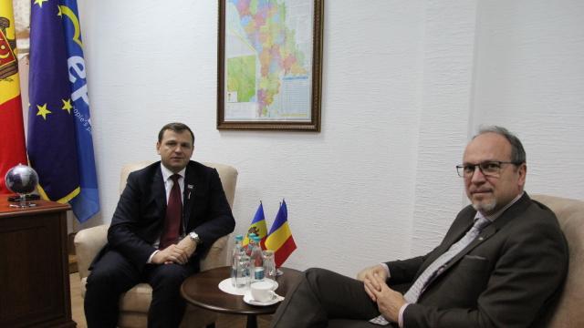 Principalele proiecte moldo-române, discutate de ambasadorul Daniel Ioniță cu liderul PDA, Andrei Năstase